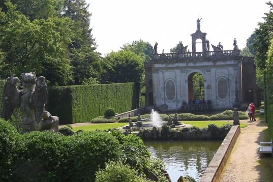 Valsanzibio - peschiera all'ingresso di villa Barbarigo Pizzoni Ardemani