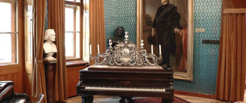 Franz_Liszt_Museum_-_Klavier__c__budapestinfo.hu