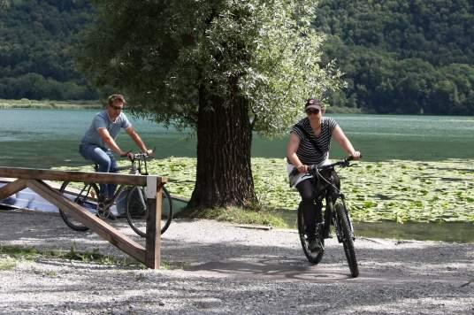 ceresio-e-como-in-bici-lungo-lantica-ferrovia-che-univa-i-due-laghi