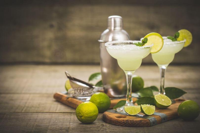 tequila-curado-per-un-cocktail-di-carattere-il-margarita-on-the-rocks