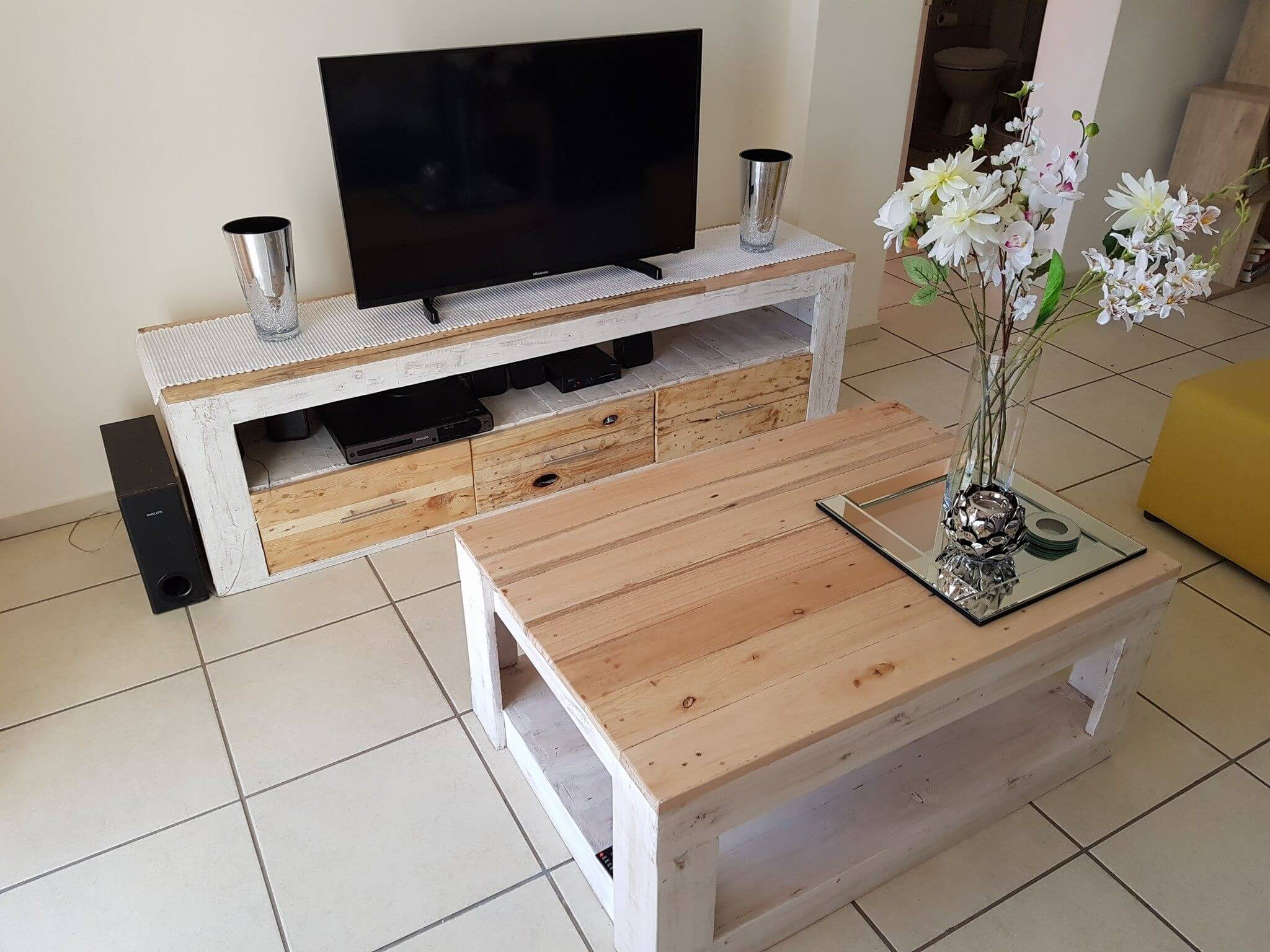 Unique Pallet TV Stand And Table Ideas For Drawing Room ... on Pallet Room  id=53201