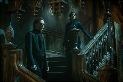 tom hiddleston e jessica chastain in crimson peak