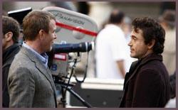 Guy Ritchie e Robert Downey Jr. sul set di Sherlock Holmes