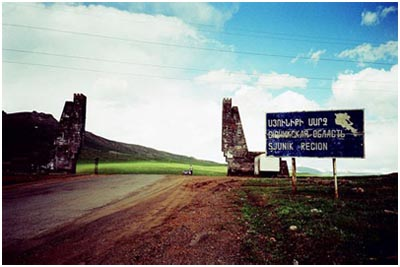 HERE, di Braden King - Sjunik Gate, Armenia