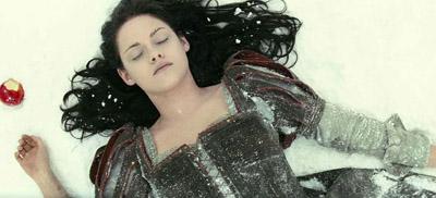 Kirsten Stewart è Biancaneve nel film di Rupert Sanders