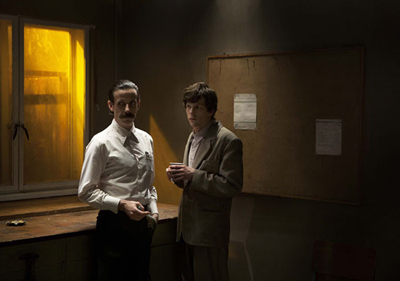 Jesse Eisenberg e Noah Taylor in THE DOUBLE di Richard Ayoade - le prime foto