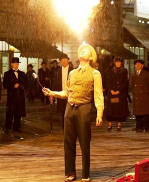 Jeremy Renner è Orlando il mago in Nightingale (Low Life)