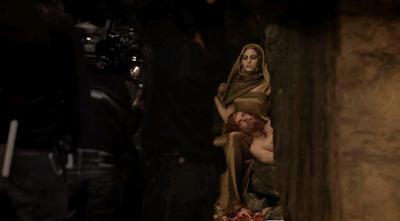Eva Mendes e Denis Lavant sul set di Holy Motors - making of