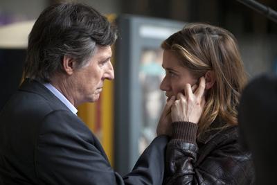 Gabriel Byrne e Emmanuelle Devos in Le Temps de l'aventure: trailer e foto