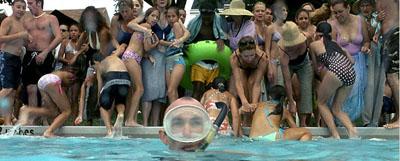 Jackie Earle Haley nella scena della piscina - Little Children