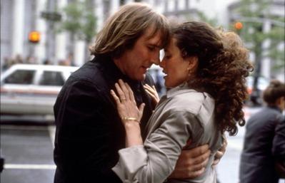Gérard Depardieu ed Andie MacDowell in Green Card. Matrimonio di convenienza