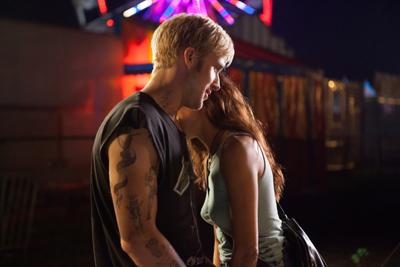 Ryan Gosling con Eva Mendes in Come un tuono