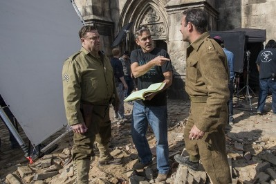 george clooney con john goodman e jean dujardin sul set di the monuments men