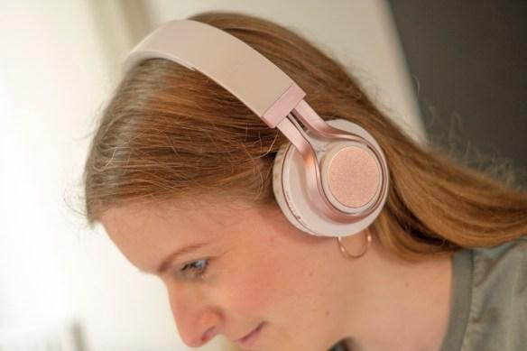 Win een wit / rosé gouden bluetooth koptelefoon van Bluetoothkoptelefoons.nl
