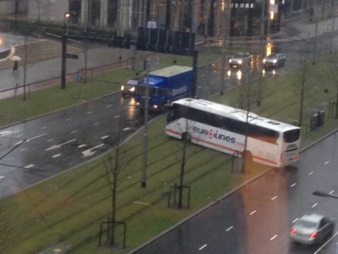 Bus op trambaan