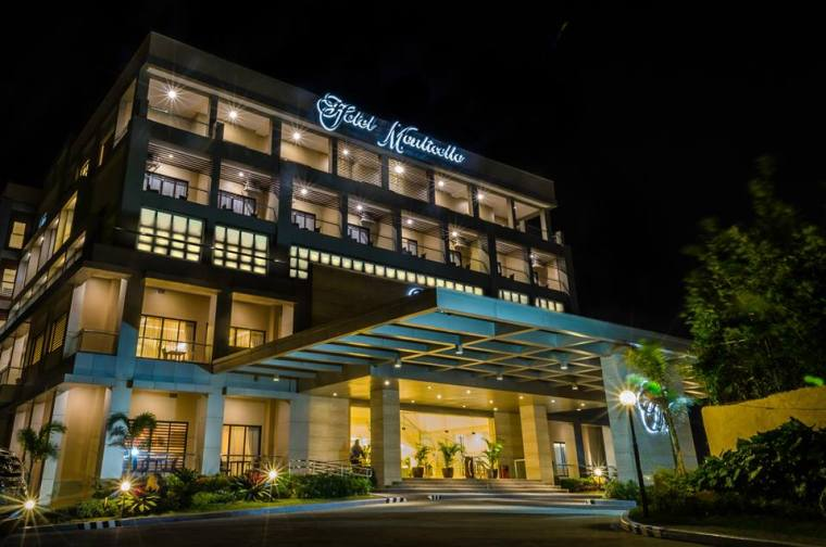 Tagaytay hotels resorts with pool cheap accommodation for Cheap luxury hotels