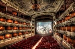 facciata principale di Valadier Teatro valle