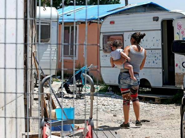 La Barbuta e Monachina. Campi rom