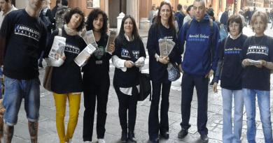 Invasione pacifica di Animalisti Italiani Onlus, piazze e Chiese per una Pasqua Pasqua cruelty free. Savethelamb in tutta Italia.