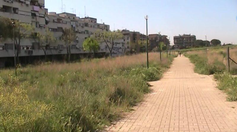 Via di Torrevecchia, passeggiate da incubo tra il parco Nicolas Green e il complesso delle case Ater. In attesa dei volontari il Municipio XIII è assente.