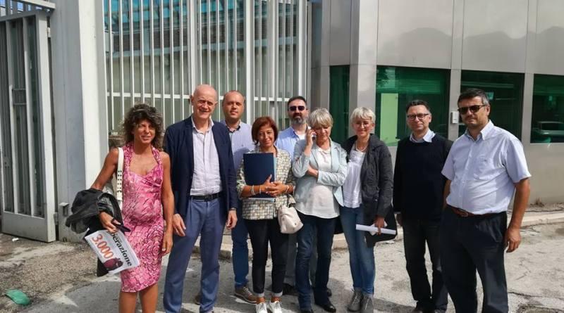 Si è prolungata oltre il tempo previsto ieri la raccolta firme sulla proposta di legge per la separazione delle carriere nel carcere di Foggiada parte di una delegazione del Partito Radicale
