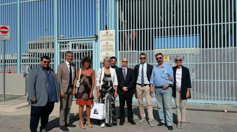 I carovanieri impegnati nel tour pugliese oggi hanno raccolto le firme per la proposta di legge per la separazione delle carriere nelle carceri di Trani e Turi. Prossima tappa Bari.