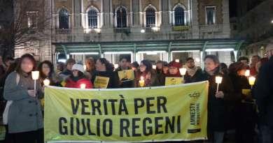 Centinaia di persone, in tutta Italia, il 25 gennaio, si sono strette intorno alla famiglia di Giulio Regeni, per chiedere verità e giustizia.