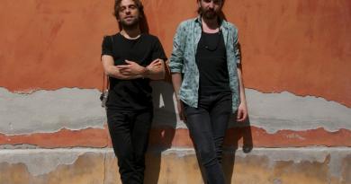 Dal 16 al 21 Gennaio all'OFF/OFF Theatre di Via Giulia va in scena Un Mondo Raro, con i cantautori siciliani, Fabrizio Cammarata e Antonio Di Martino