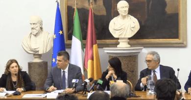 Firmato il Protocollo d'Intesa traConai, Roma Capitale e Ama per il potenziamento della raccolta differenziata in città.