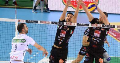 I giocatori e il coach della Lube fanno il punto dopo la vittoria a Padova, fondamentale per mantenere il secondo posto in classifica.