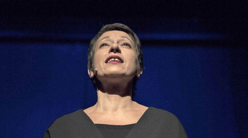Venerdì 16 marzo Giuliana Musso, grande interprete del teatro italiano, arriva a Cagli per presentare Nati in casa, con la regia di Massimo Somaglino.