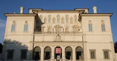 La sorpresa è nei Musei: per le festività pasquali spettacoli, mostre e appuntamenti per grandi e bambini.Domenica di Pasqua musei gratuiti per residenti a Roma e nella città metropolitana, lunedì di Pasquetta apertura straordinaria.
