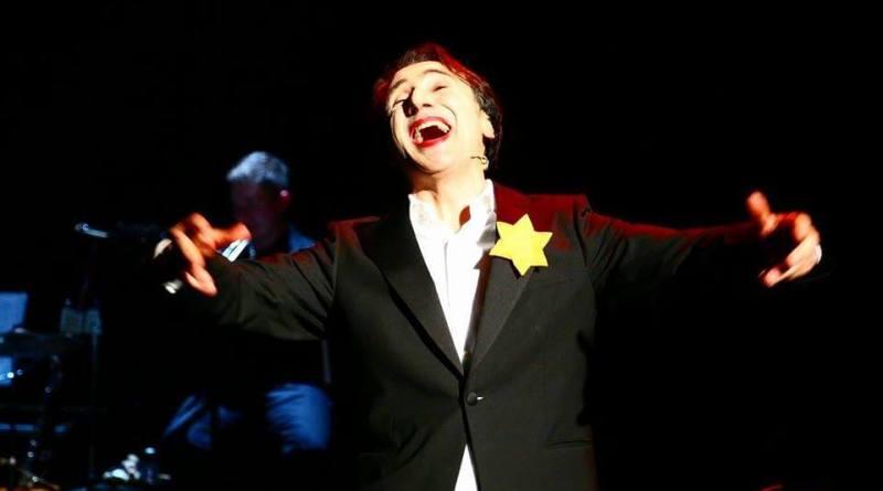 Bruno Maccallini, presenterà in prima assoluta al Teatro della Cometa dal 25 aprile al 6 maggio, il suo ultimo spettacolo Grotesk! Ridere rende liberi, ispirato ai protagonisti del cabaret berlinese tra le due guerre.