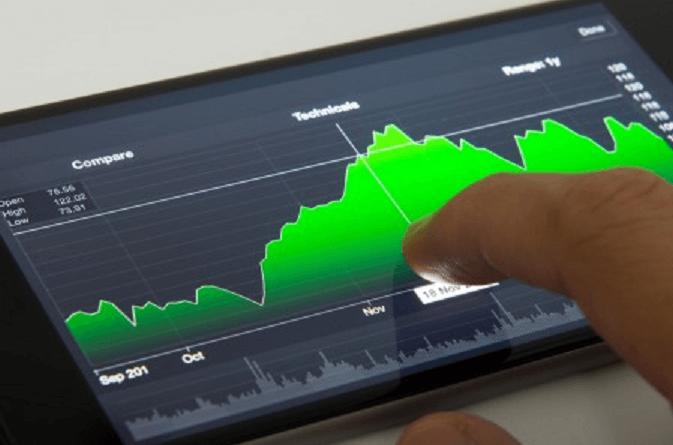 Trading mobile, ovvero fare trading finanziario attraverso il proprio smartphone o tablet in tempo reale gestendo conto, grafici ed altri strumenti indispensabili.