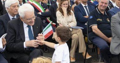Questa mattina il Presidente della Repubblica Sergio Mattarella, si è recato ad Esanatoglia, in provincia di Macerata, per inaugurare la scuola intitolata a Carlo Alberto Dalla Chiesa.