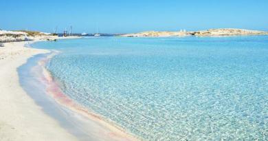 Situata al centro delle Baleari, Formentera è un'ottima alternativa alla caotica Ibiza, soprattutto se viaggiate con bambini a seguito.