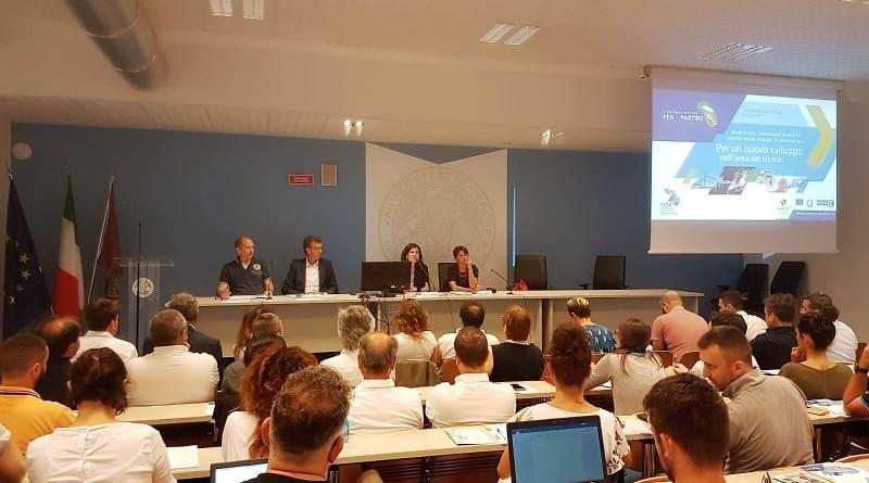 Grande interesse per la presentazione dei tre bandi Por Fesr dedicati allo sviluppo delle aree terremotate; a Macerata l'incontro con il mondo produttivo.
