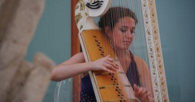 Unwritten.Dal violino all'arpa.Flora Papadopoulos arpa barocca.Musiche di Bach, Biber, Marini, Corelli 16 agosto ore 21 allaCappella dei Condannati.