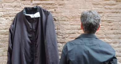 La confessione.Un prete gay racconta la sua storia. All'OFF/OFF Theatre dal 23 al 28 ottobre. Imma Battaglia e(don) Mario Bonfanti in dialogo conMarco Politi.