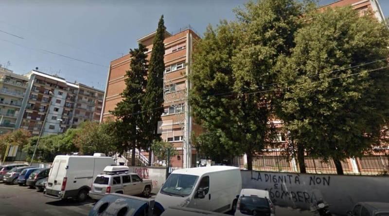 """Fabrizio Santori, dirigente regionale e Luca Arioli, coordinamento Lega V Municipio: """"da giorni il quartiere Centocelle è completamente al buio""""."""
