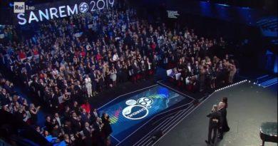 Dopo il calo all'esordio, la seconda serata del Festival di Sanremo mantiene gli stessi ascolti dello scorso anno; nella terza serata 12 big e tanti ospiti.
