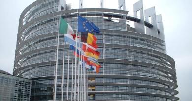 """Riceviamo dal Global Committee for the Rule of Law """"Marco Pannella"""". Il doppio gioco di chi vuole distruggere l'Europa e la conoscenza."""