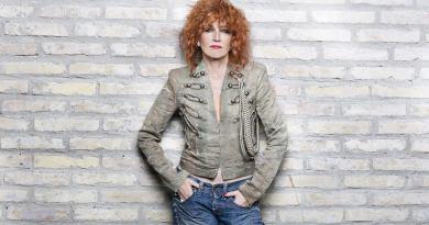 Esce il 29 marzo il nuovo album di inediti di Fiorella Mannoia, Personale, anticipato in radio dal singolo intitolato Il peso del coraggio.