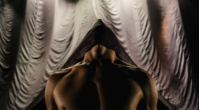 """Compagnia Abbondanza/Bertoni, in prima regionale, con """"Erectus"""", 21 luglio ore 21.00 al Teatro India, per FUORI PROGRAMMA, Festival Internazionale di Danza Contemporanea, direzione artistica Valentina Marini"""