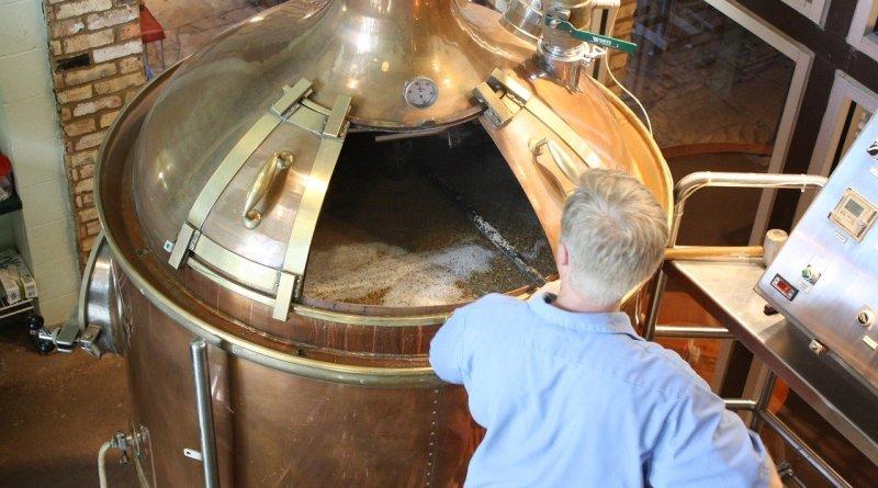 Gli italiani sono sempre più interessati al consumo e alla produzione della birra artigianale. Ricette e segreti su WebRadio SenzaBarcode.