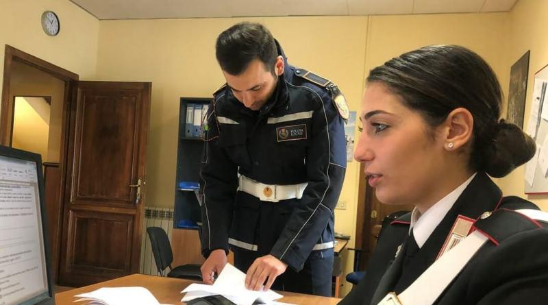 """Colosseo e Fori Imperiali, controlli di Polizia Locale e Carabinieri: 15 identificati, 5 daspo ai saltafila e centinaia di articoli sequestrati. Tra gli articoli sequestrati anche un """"POS"""" portatile."""