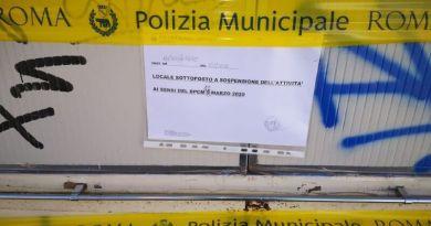 Emergenza COVID-19, proseguono i controlli della Polizia Locale: altre 3 persone denunciate. Sigilli ad un banco di souvenir.