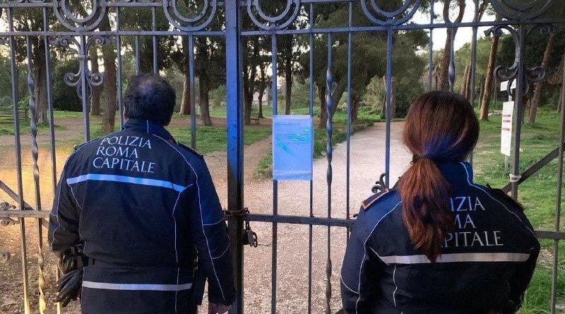 Tutela salute pubblica, un uomo sorpreso nel tentativo di accedere nel parco del Colle Oppio. Ieri oltre 19mila i controlli eseguiti e 14 le persone denunciate dalla Polizia Locale.