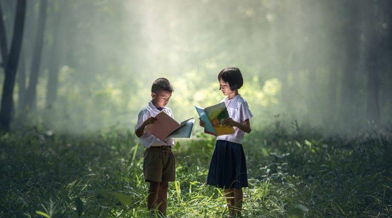 Leggere, raccontare e ascoltare sono parte della pratica culturale più comunemente nota come Comunicazione.