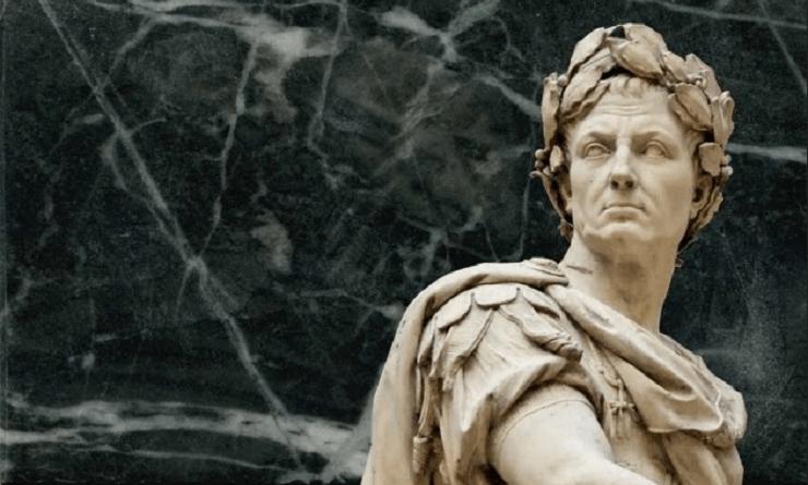 Parlare degli imperatori romani citando Giulio Cesare può sembrare bizzarro. Molti, infatti, indicano il suo successore Ottaviano quale primo, vero princeps.